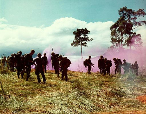 US_Army_Vietnam_Smoke_bomb