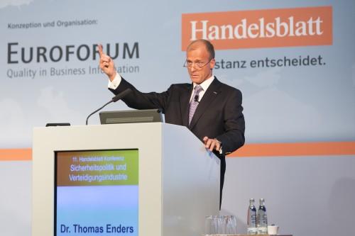"""DEU, Deutschland, Berlin, Pullmann Schweizerhof, 14.10.2014: 11. Handelsblatt Jahrestagung """"Sicherheitspolitik und Verteidigungsindustrie 2014"""" (14. und 15. Oktober 2014; P1200588 - http://www.defence-conference.de). Dr. Thomas Enders, Vorstandsvorsitzender Airbus Group. [Foto: Dietmar Gust / EUROFORUM Deutschland SE; Mobilfon: +49 (0)172 3016574; web: http://www.gustfoto.de, e-mail: info@gustfoto.de]"""