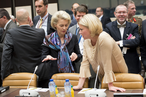 Left to right: Ursula von der Leyen (Minister of Defence, German) in discussion with Jeanine Hennis-Plasschaert (Minister of Defence, The Netherlands)