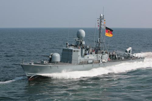 Schnellboot S 80 HY€NE in Fahrt in der Ostsee