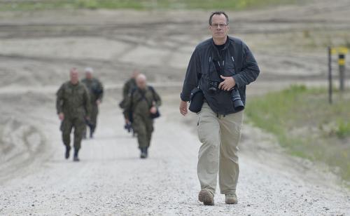 Journalist Thomas Wiegold bei der Nato Uebung Noble Jump 2015 auf dem Truppenuebungsplatz Zagan bei Swietoszow, 15.06.2015. Copyright: Michael Gottschalk/photothek.net [Tel. +493028097440 - www.photothek.net - Jegliche Verwendung nur gegen Honorar und Beleg. Urheber-/Agenturvermerk wird nach Paragraph13 UrhG ausdruecklich verlangt! Es gelten ausschliesslich unsere AGB.]