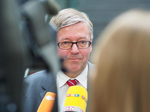 BERLIN 21mai2015 - Hans-Peter Bartels, neuer Wehrbeauftragter des Deutschen Bundestages, bei seiner ersten Pressekonferenz nach Amtsantritt in der Bundespressekonferenz in Berlin.