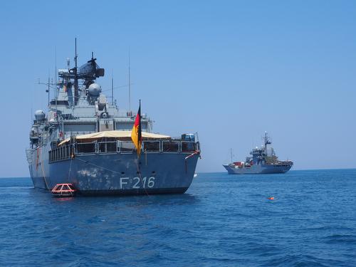 CATANIA/ITALIEN 04JUL2015 - Besuch Bundesverteidigungsministerin Ursula von der Leyen bem deutschen Einsatzkontingent EUNAVFOR MED (Rettung/AufklŠrung Migranten im Mittelmeer).