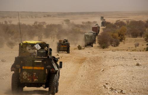 Premier Convoi Logistique du 6 au 12 Juin 2014 pour le BATLog SALAMANDRE. LLa première rupture de charge auras lieu a KIDAL et la seconde a TESSALIT puis retour sur GAO Les 35 vehicules aurons effectuer au terme de cette mission 1047 Kms GPS. 06h00 Départ du convoi pour TESSALIT, le convoi de nouveau sur piste cassante malienne.Minuit le convoi est arrive a TESSALIT au campement des DLAOs