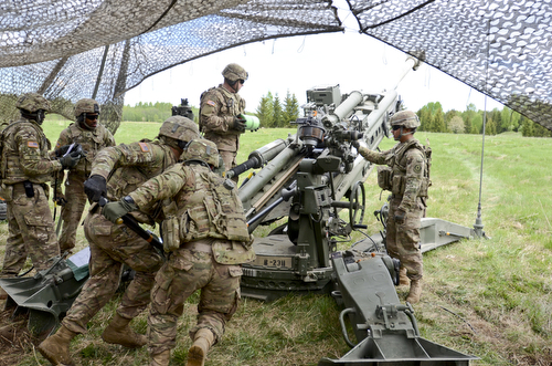 US, Estonia Soldiers make some noise