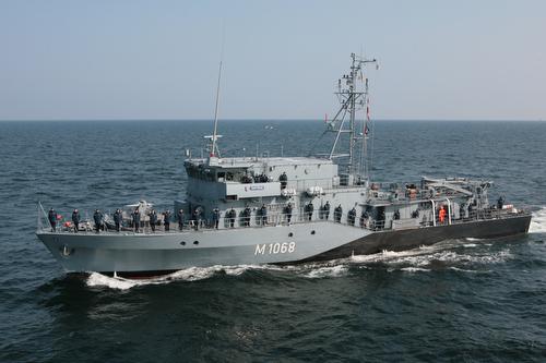 Minenjagdboot DATTELN in See