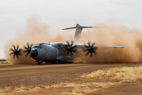 Essais de pistes de l'A400M sur la PFOD de GAO le 11 décembre 2016.